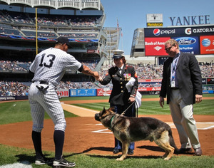Yankees throw homecoming ceremony for Cpl. Leavey and Sgt. Rex