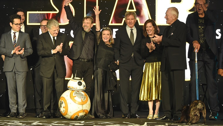 The stars of the film stand on stage while Gary barks at BB-8.